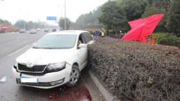 江油一司机驾车归途中打瞌睡撞伤人